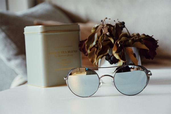 706409af8b 30 Avr Les lunettes de soleil préférées des blogueurs