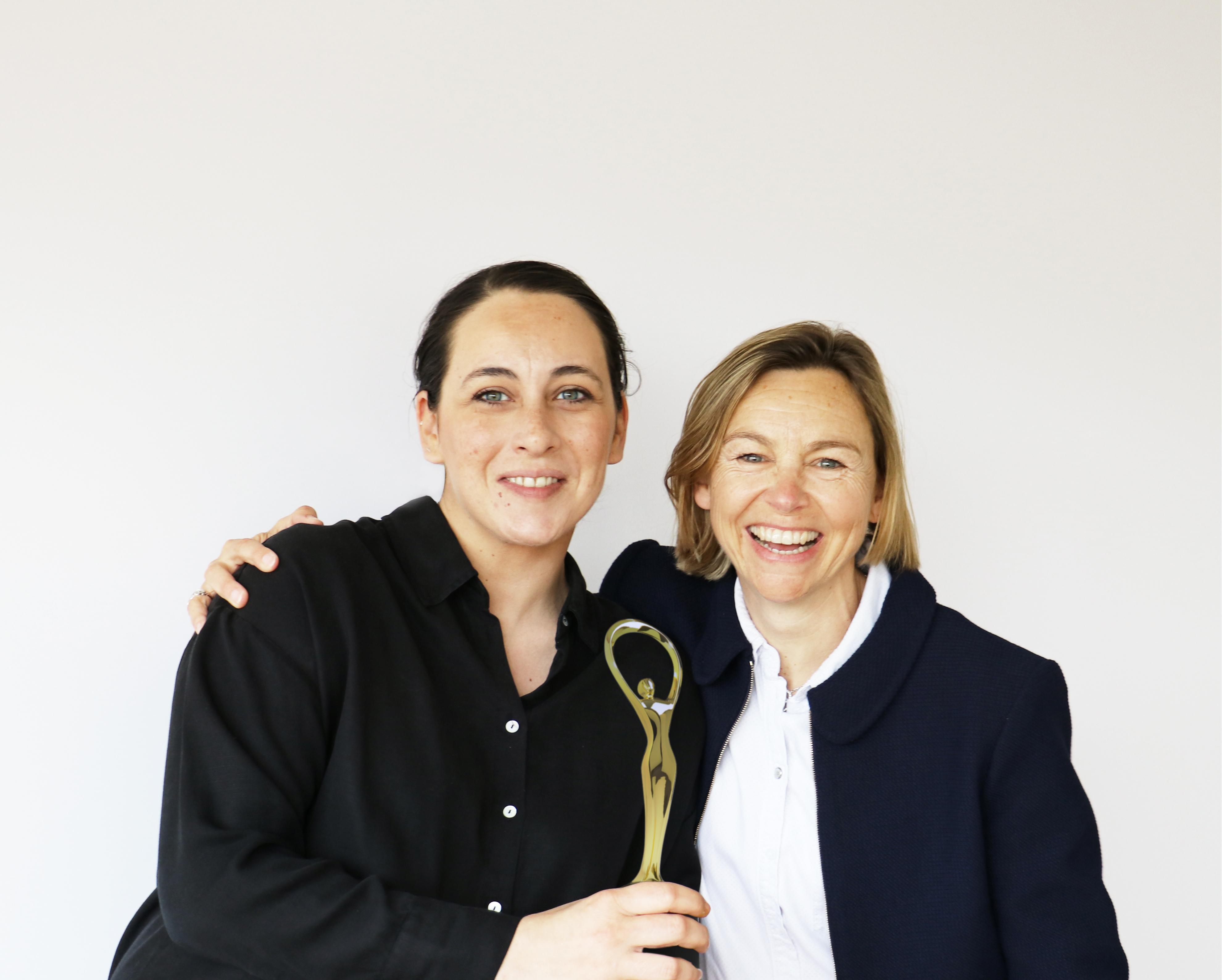 Matenia Chatzigeorgiou, en charge de la nouvelle communication visuelle de la marque, et Amélie Morel, Directrice communication